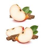 Röd uppsättning för kanelbruna pinnar för äpple som isoleras på vit bakgrund Fotografering för Bildbyråer