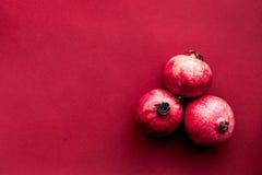 Röd uppsättning med granatäpplet för modell för bästa sikt för restaurangmeny royaltyfria bilder
