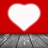 Röd väggtextur med utan laga kraft vit hjärta Arkivbilder