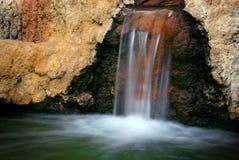 röd vattenfall Arkivfoton