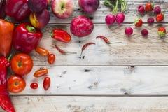 Röd veg och frukt arkivfoton