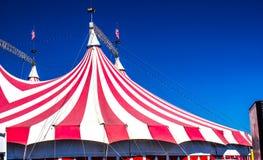 Röd & vit överkant för cirkustält royaltyfri foto
