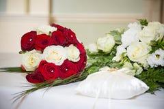 Röd vit bukett på skärm Royaltyfri Bild