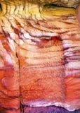 Röd vit vaggar abstrakta near kungliga gravvalv Petra Jordan Royaltyfri Fotografi