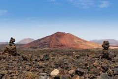 Röd vulkan lanzarote Arkivfoto