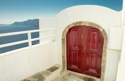 Röd wood dörr Fotografering för Bildbyråer