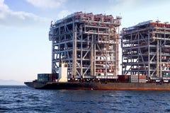 RÖD ZED 2 som för jätte- skurkroll-elevator skepp ankras i den Algeciras fjärden Royaltyfria Foton