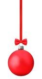 Röda Ñ-hristmas klumpa ihop sig med pilbågen som hänger på ett rött band som fäster ihop p Royaltyfria Foton