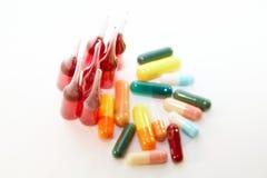 Ampuls och pills Royaltyfria Bilder