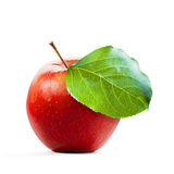 Röda Apple och leafe som isoleras med den snabba banan Royaltyfria Foton