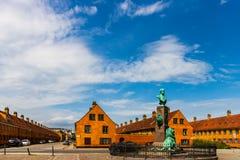 Röda baracker i Köpenhamn - i den centrala delen av staden, populärt turist- ställe Gränsmärke i den gamla staden av Köpenhamnen royaltyfri fotografi