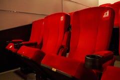 Röda bioplatser Fotografering för Bildbyråer