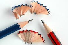 röda blåa blyertspennor royaltyfri bild
