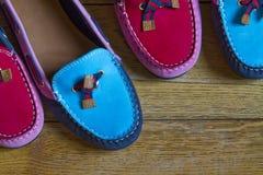 röda blåa moccasins Royaltyfria Bilder