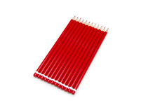 Röda blyertspennor som isoleras Arkivbilder