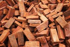 Röda Clay Bricks för bakgrund royaltyfri bild