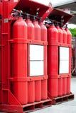 Röda cylindrar för vätebehållare royaltyfri fotografi