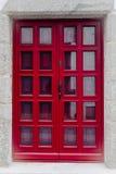 Röda dörrar med glass fönster royaltyfri foto