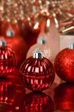 röda dekorativa prydnadar för jul Royaltyfria Foton