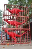 Röda dinosaurier i 798 Art District i Peking Fotografering för Bildbyråer