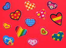 Röda färgrika hjärtor Arkivbild
