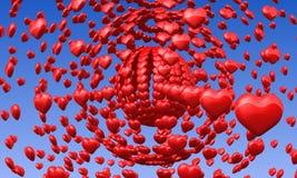 Röda förälskelsehjärtor i blå himmel Arkivbild