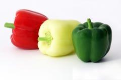 Röda för peppar nya gröna och gula frukter Arkivbilder