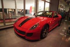 Röda Ferrari 2010 599 GTO Arkivfoton