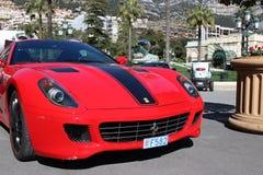 Röda Ferrari 430 Scuderia i Monaco Arkivfoto