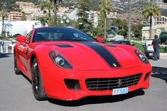 Röda Ferrari 430 Scuderia i Monaco Arkivbilder