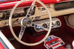 Röda Ford Mustang 1965 Royaltyfri Bild