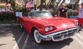 Röda Ford Thunderbird 1963 Arkivbilder
