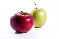 Röda gröna äpplen parar tillsammans ny mat Delciious för parfrukt Royaltyfri Fotografi