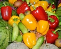 Röda, gröna och gula söta spanska peppar Arkivbild