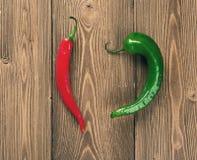 röda gröna varma peppar för chili Royaltyfri Bild
