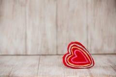 Röda handgjorda Valentine Heart Arkivfoto