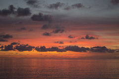 Röda hav & himmel arkivfoton
