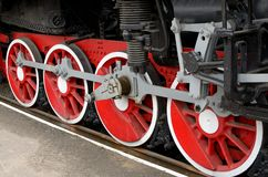 Röda hjul av ångalokomotivet Fotografering för Bildbyråer