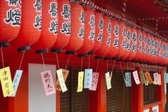 röda japanska lyktor Arkivfoto