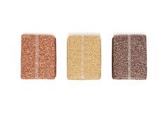 Röda Jasmine Rice, Jasmine Brown Rice och Riceberry i plast- Cl Royaltyfri Fotografi