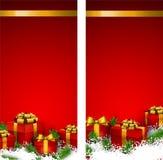 Röda julbaner med gåvaaskar Arkivbilder