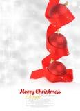 Röda julbollar med bandet Arkivbilder