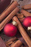 Röda julgranprydnadar royaltyfri bild