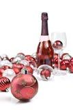 Röda julprydnadar med sparkling wine Royaltyfri Bild