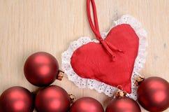 Röda julstruntsaker Royaltyfri Foto