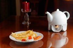 röda kaviarpannkakor Royaltyfri Fotografi