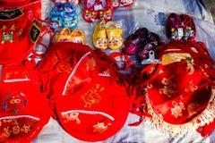 Röda kinesiska kläder för barn` s Fotografering för Bildbyråer