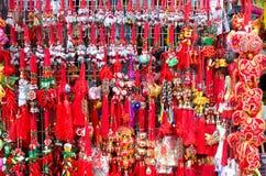 Röda kinesiska tofsar på chinatown Royaltyfri Foto