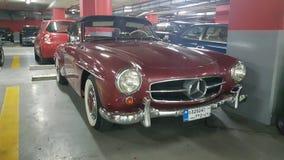 Röda klassiska Mercedes Arkivfoto