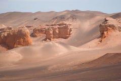 Röda klippor i den Gobi öknen Royaltyfri Bild